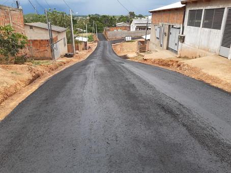 Trecho da Rua Beija-Flor recebe pavimentação com micro revestimento