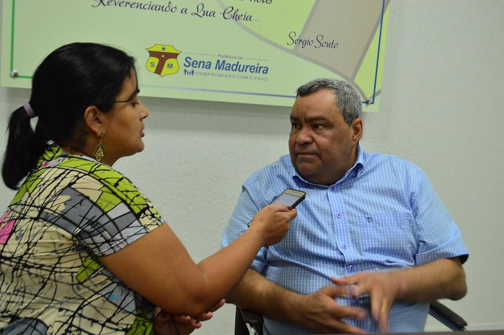 Prefeito Mazinho Serafim, falando sobre o convênio e os benefícios para famílias (Foto: Lucas Costa/ASCOM)