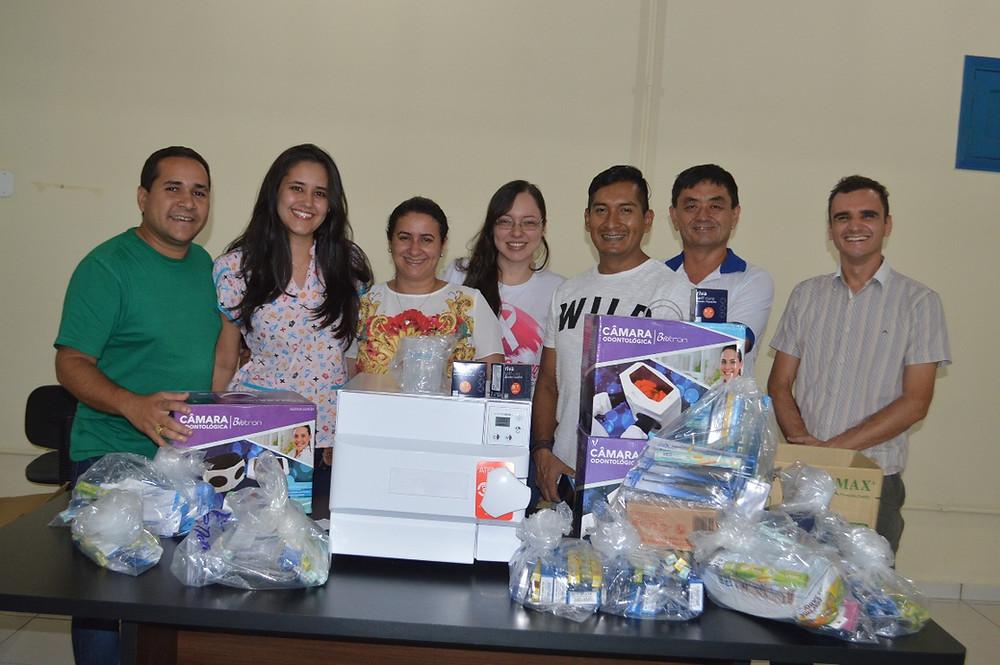 O Secretário Municipal de Saúde Daniel Herculano participou da entrega junto com a equipe odontológica (Foto: Lucas Costa/ASCOM)