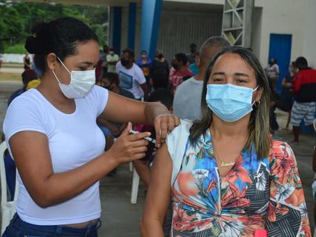 Mais de 500 pessoas são vacinadas contra a covid-19 em mutirão realizado pela Prefeitura Municipal
