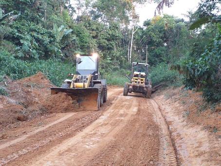 Prefeitura Municipal conclui reabertura do Ramal Favo de Mel no km 21, sentido Sena/Rio Branco