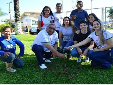 Prefeitura de Sena instrui população, planta e distribui mudas no Dia Mundial do Meio Ambiente