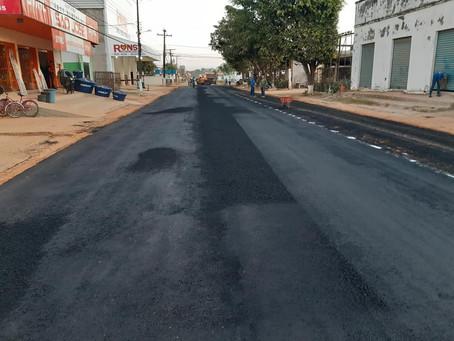 Prefeitura realiza trabalho de pavimentação asfáltica na Rua Padre Egídio