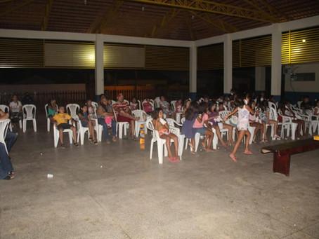 Secretaria Municipal de Assistência Social promove 'Noite de Cinema' para crianças o Bairro Pista