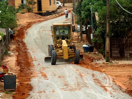 Prefeitura realiza trabalho de Base e Sub-base na Rua Doutorzinho, no Jardim Primavera