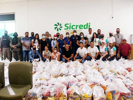 Prefeitura e Sicredi garante entrega de cestas básicas para famílias em situação de vulnerabilidade
