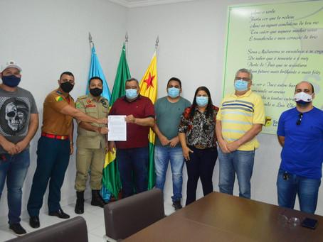 Prefeitura de Sena e Corpo de Bombeiros se unem para combater queimadas e incêndios florestais