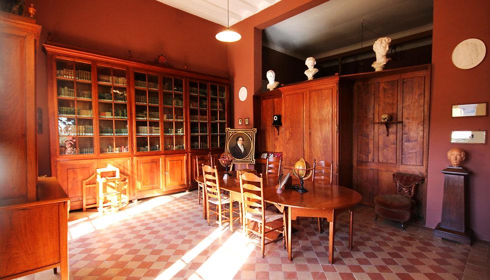biblioteca masia.jpg