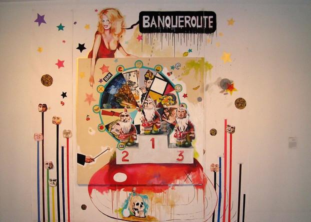Amalgames 7 ou Banqueroute , 2007, Huile sur toile accrochée sur papier peint, 270/250 cm