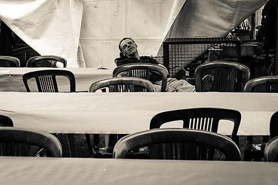lara zacchi, fotografia, panissa, saphotography, moncalvo, fotografia documentaria, reportage photgraphy, piemonte, moncalvo, vercelli, monferrato, festa delle cucine monferrine, dormire, sagra, festa di paese, panissa, salame sotto grasso, sedie
