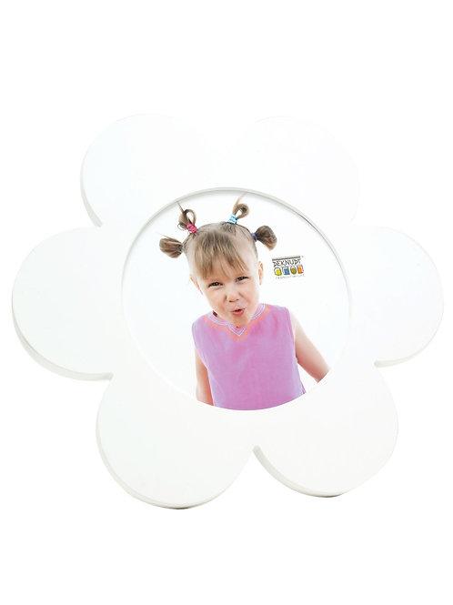 Witte babykader in de vorm van een bloem
