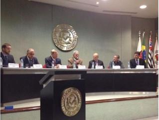 Magistrado norte-americano diz que a arbitragem não avança no Brasil por culpa dos Juízes e advogado