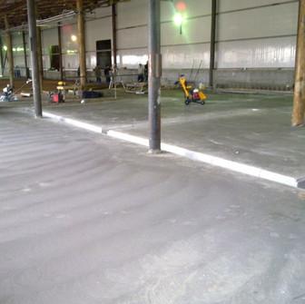Выравнивание и обработка бетонной стяжки пола Лысковского пивзавода