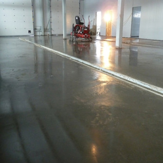 Армированный бетонногый пол с упрочняющим покрытием Mastertop на автомойке