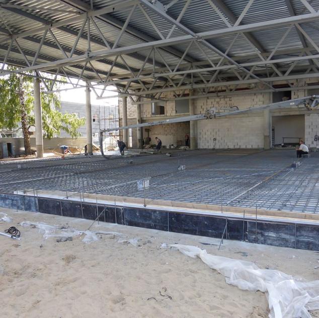 Заливка стяжки бетоном