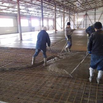 Заливка бетонного основания пола на Лысковском пивзаводе