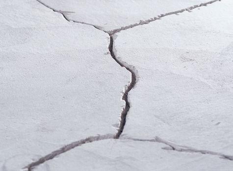 Образование трещин в бетоне