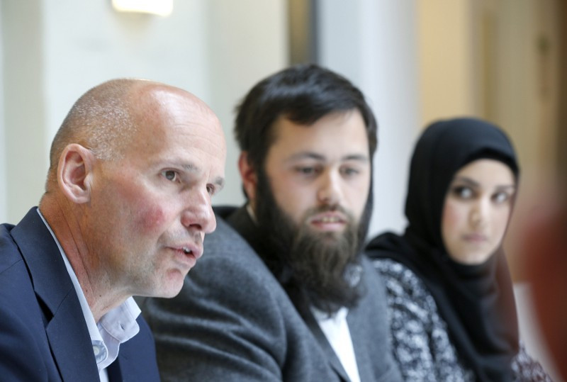 tyreleder Geir Lippestad, sammen med stifterne Yousef Bartho Assidiq og Faten Mahdi Al-Hussaini (20) i Just Unity. Foto: Terje Pedersen / NTB scanpix