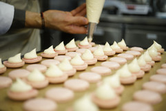 Pochage des macarons rose framboise