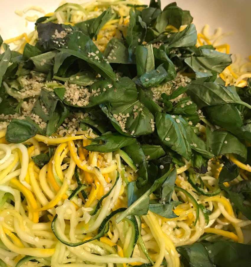 Zucchini Spaghetti und Pesto
