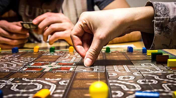 Al Pertini vieni a scoprire come nasce un gioco da tavolo