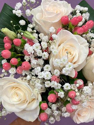 Bouquet Rose vendela e bacche di iperico (La Casa del Fiore)