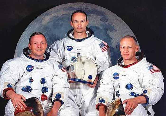 Neil Armstrong, Michael Collins e Buzz Aldrin sono l'equipaggio dell'Apollo 11, sbarcato sulla Luna il 20 luglio 1969 alle 20:17:40 UTC.