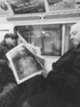 streetphotography London reading a newspaper photographed by Anja Schwenke alias PHOTO MOTIF