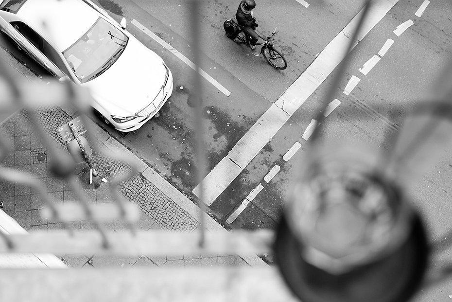 balcony - Franziska portrait photographed by Anja Schwenke alias PHOTO MOTIF