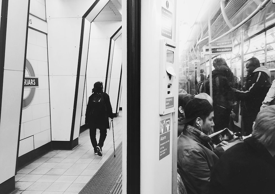 streetphotography London underground photographed by Anja Schwenke alias PHOTO MOTIF