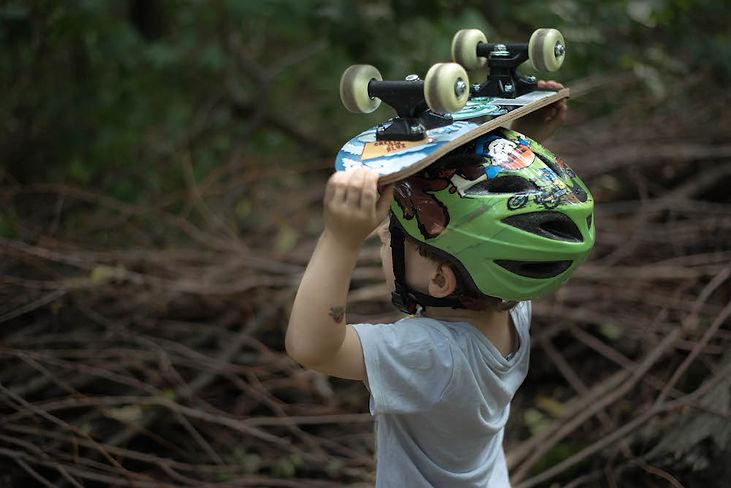 Portrait Kind mit Skateboard by PHOTO MOTIF