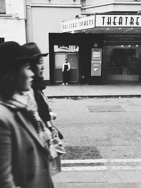 streetphotography London theatre photographed by Anja Schwenke alias PHOTO MOTIF