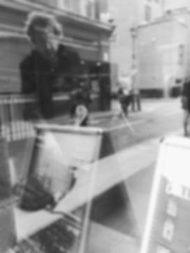 streetphotography London window reflection photographed by Anja Schwenke alias PHOTO MOTIF