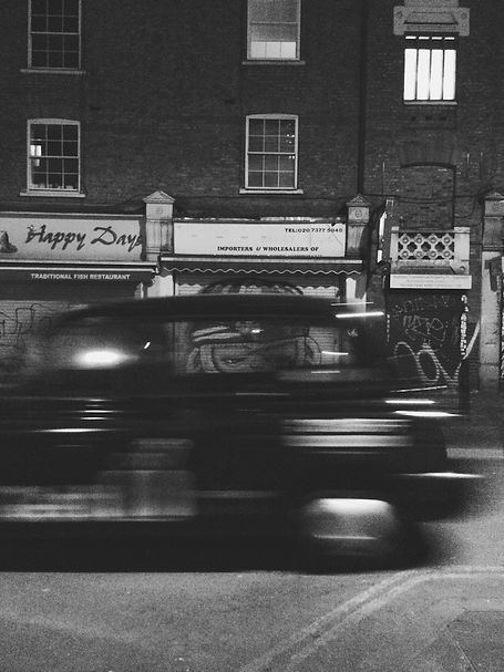 streetphotography London fast car photographed by Anja Schwenke alias PHOTO MOTIF