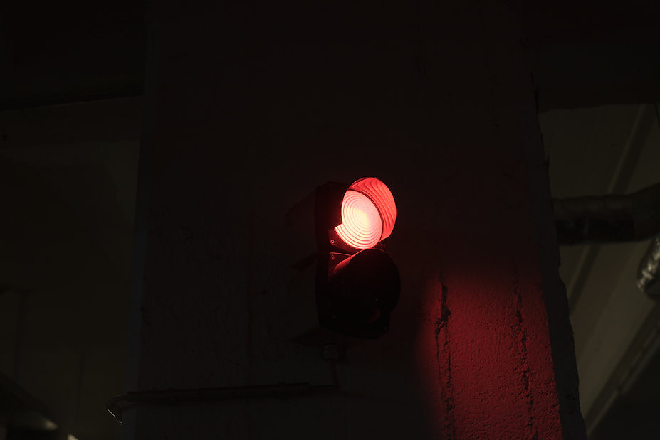 red light photographed by Anja Schwenke alias PHOTO MOTIF