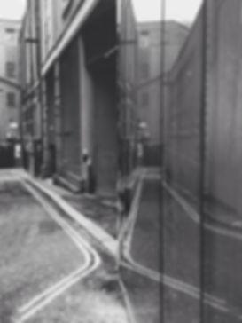streetphotography London reflection photographed by Anja Schwenke alias PHOTO MOTIF