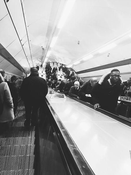 streetphotography London underground escalator photographed by Anja Schwenke alias PHOTO MOTIF