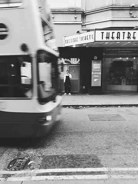 streetphotography London theatre and bus photographed by Anja Schwenke alias PHOTO MOTIF