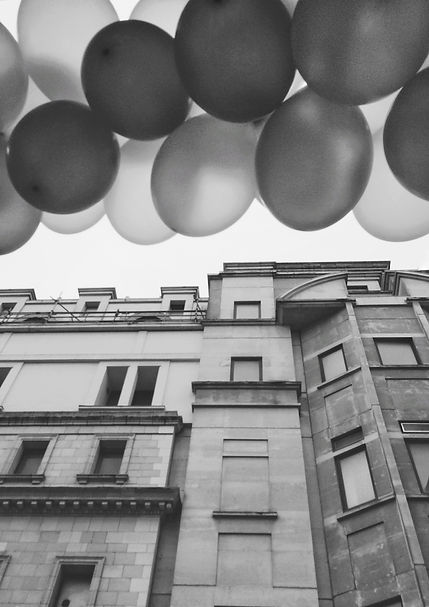 streetphotography London house with ballon photographed by Anja Schwenke alias PHOTO MOTIF