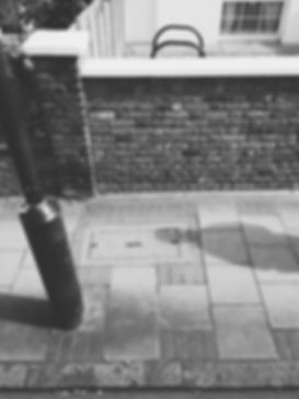streetphotography London street with a shadow photographed by Anja Schwenke alias PHOTO MOTIF