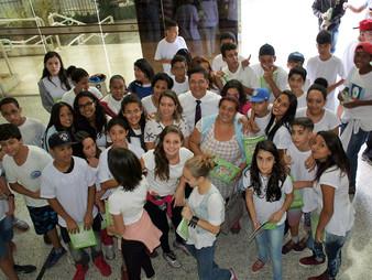 Alunos da EE Prof. Maria José Antunes Ferraz visitam a câmara de Taboão.