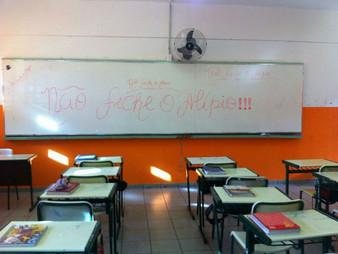 """""""Fechar escolas é um CRIME contra a educação"""", defende vereador Onishi."""