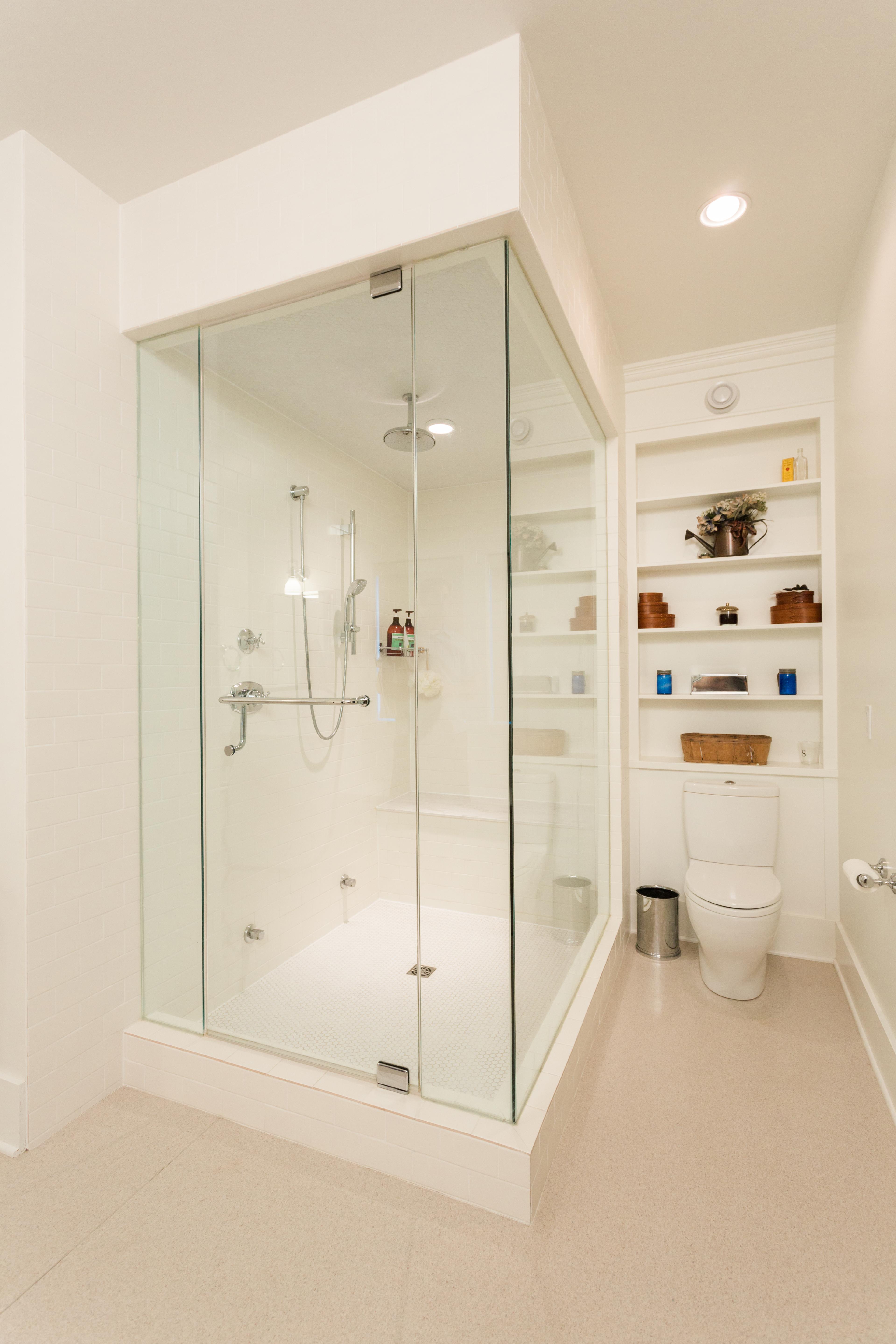 French Acreage - Shower