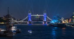 Tower_Bridge_Olympic_Lighting,_London_-_July_2012.jpg