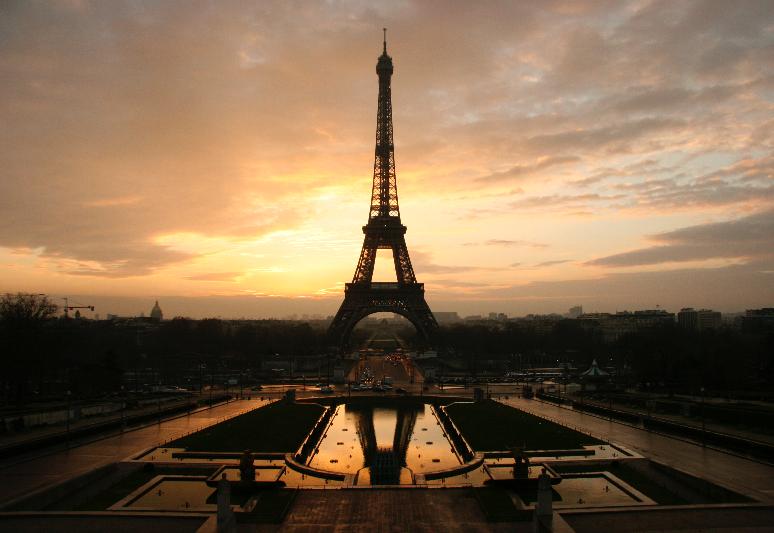 Eiffel_tower_at_dawn_horizontal_edited.jpg