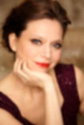 Die in Ostberlin aufgewachsene und aus einer traditionsreichen Musikerfamilie stammende Geigerin hat bereits mit fünf Jahren ersten Ihren ersten Unterricht bekommen. Als Elfjährige gab sie ihr Debüt an der Komischen Oper in Berlin und konzertierte schon früh als Solistin mit namhaften Orchestern der ehemaligen DDR.