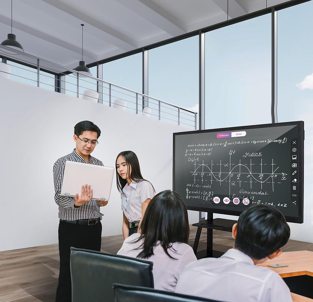 Bagaimana Smartboard Menguntungkan Sektor Pendidikan