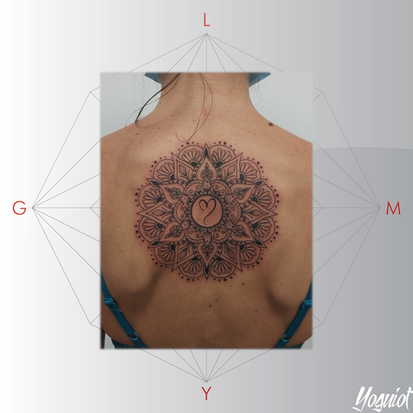 tatouage femme geometrique mandala