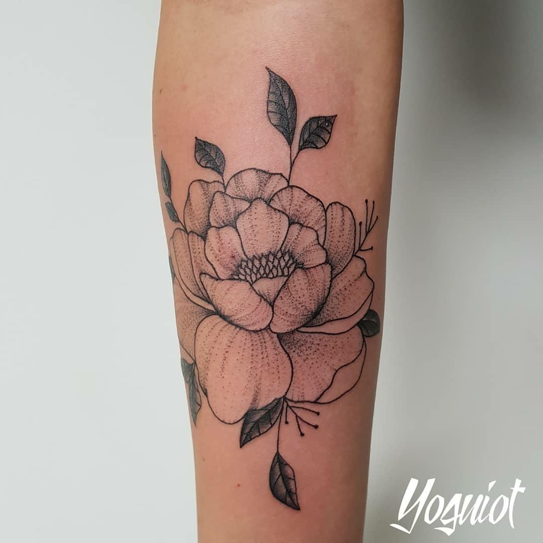 tatouage femme florale