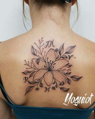 tatouage florale femme